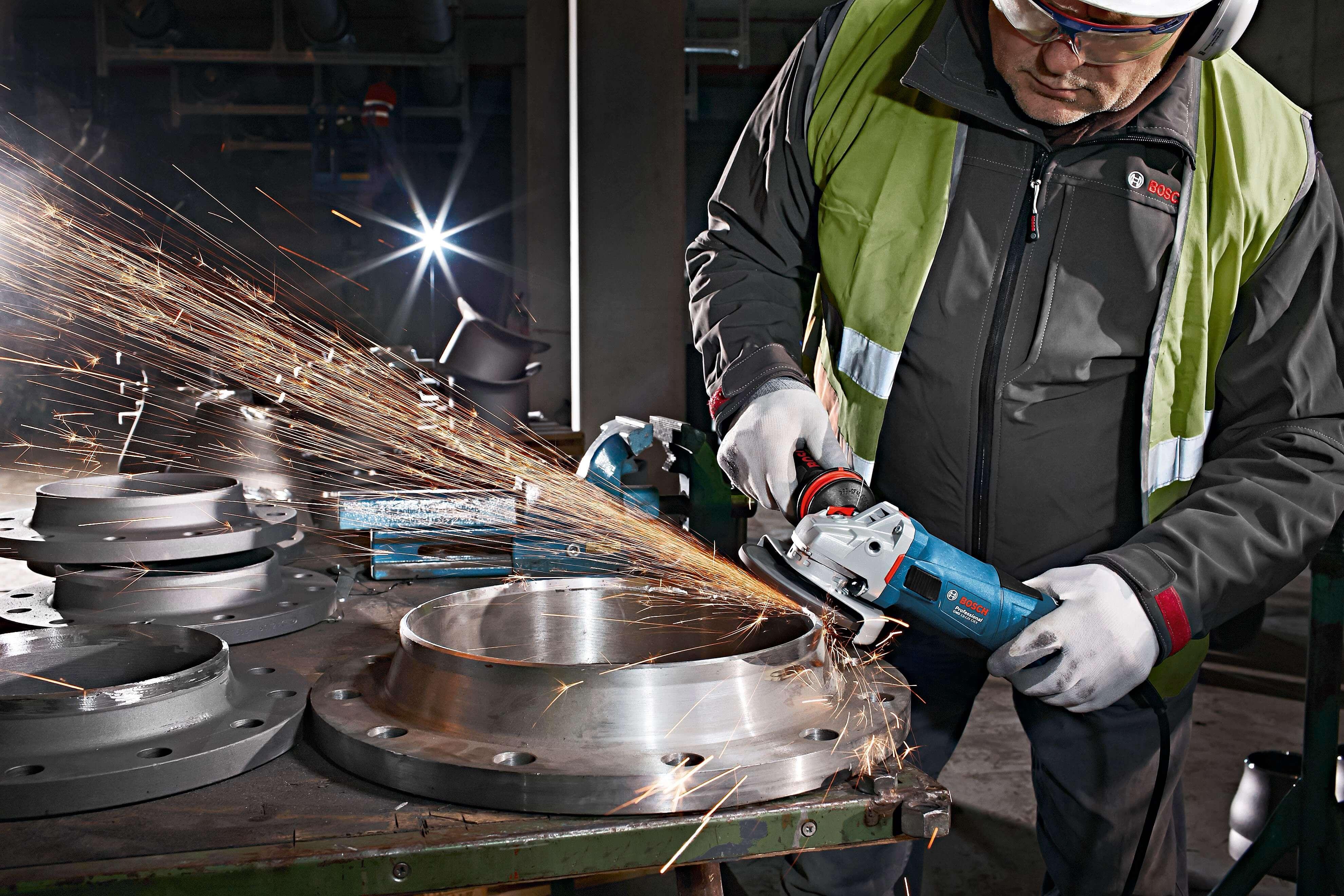"""O Técnico de Demonstração da Bosch acrescentou ainda duas vantagens desta mini-rebarbabadora, """"maior produtividade e menor tempo de paragem para trocar de acessórios"""""""