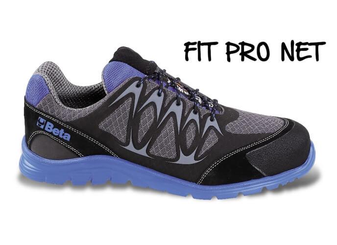 Sapato em tecido respirável, com aplicações em poliuretano e biqueira reforçada em camurça.